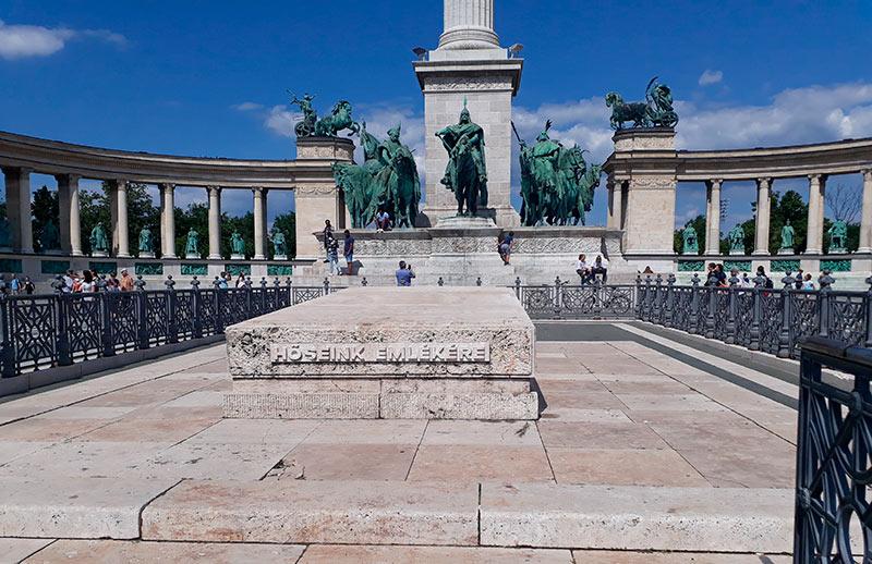 cenotafio plaza de los heroes