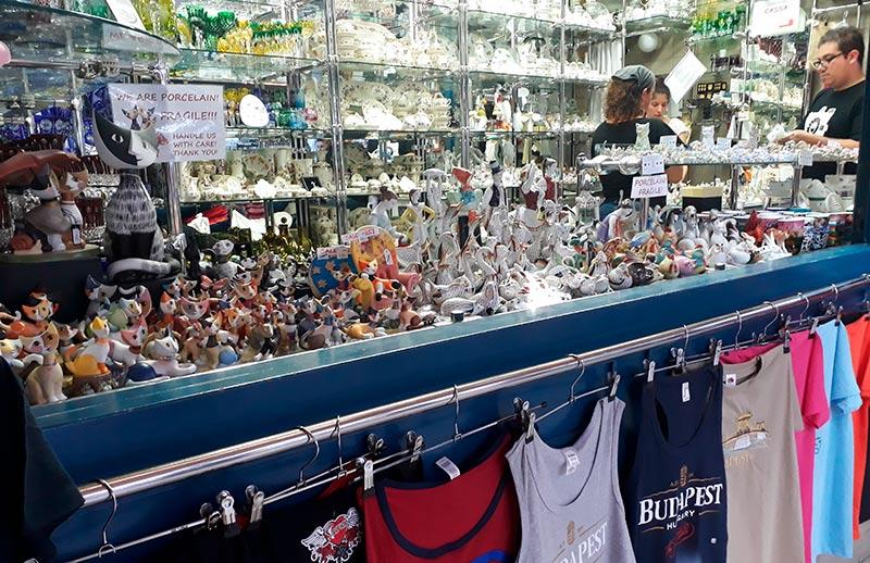 mercado-central-de-budapest-souvenirs-piso-superior