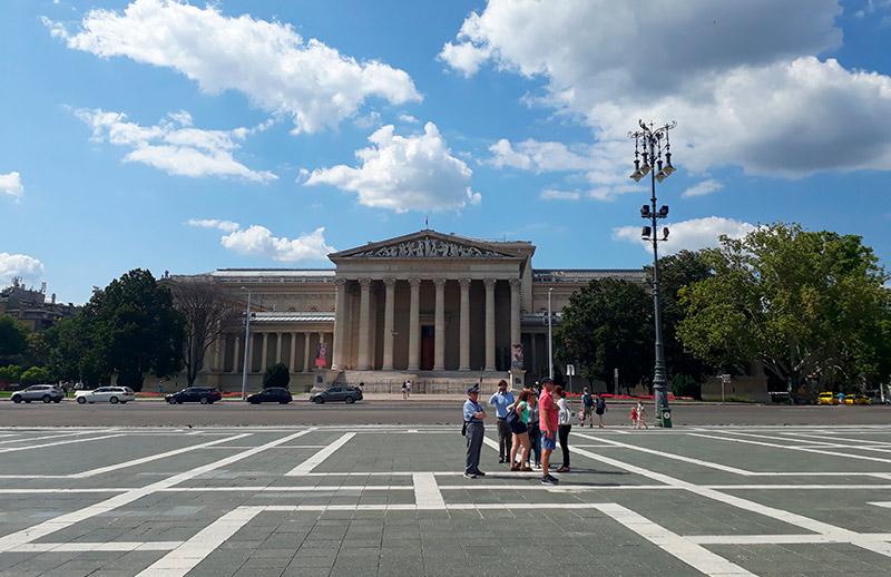 museo bellas artes plaza de los heroes