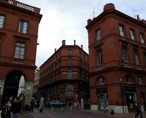 Si buscas hoteles en Toulouse, el Grand Balcon es uno de los que más historia tiene