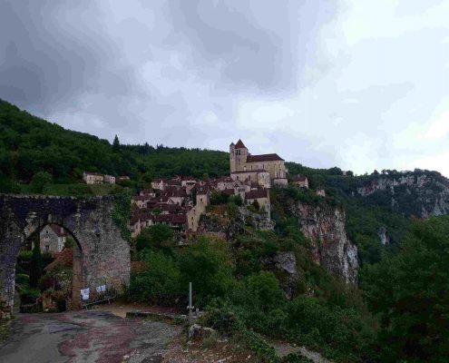 Saint-Cirq Lapopie, por méritos propios incluido entre los diez pueblos bonitos cerca de Toulouse