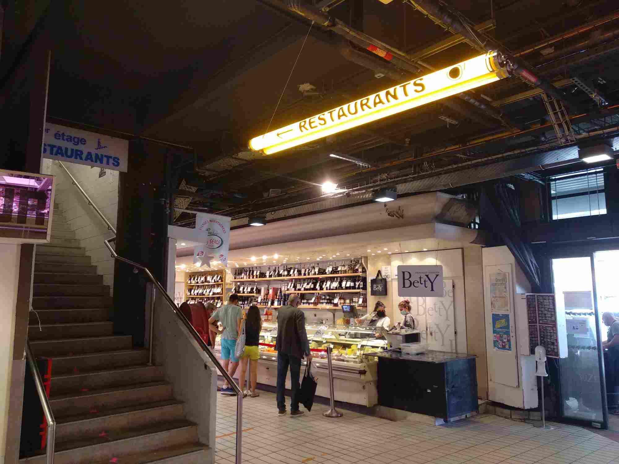 Si buscas dónde comer en Toulouse, el Mercado de Víctor Hugo es una buena opción