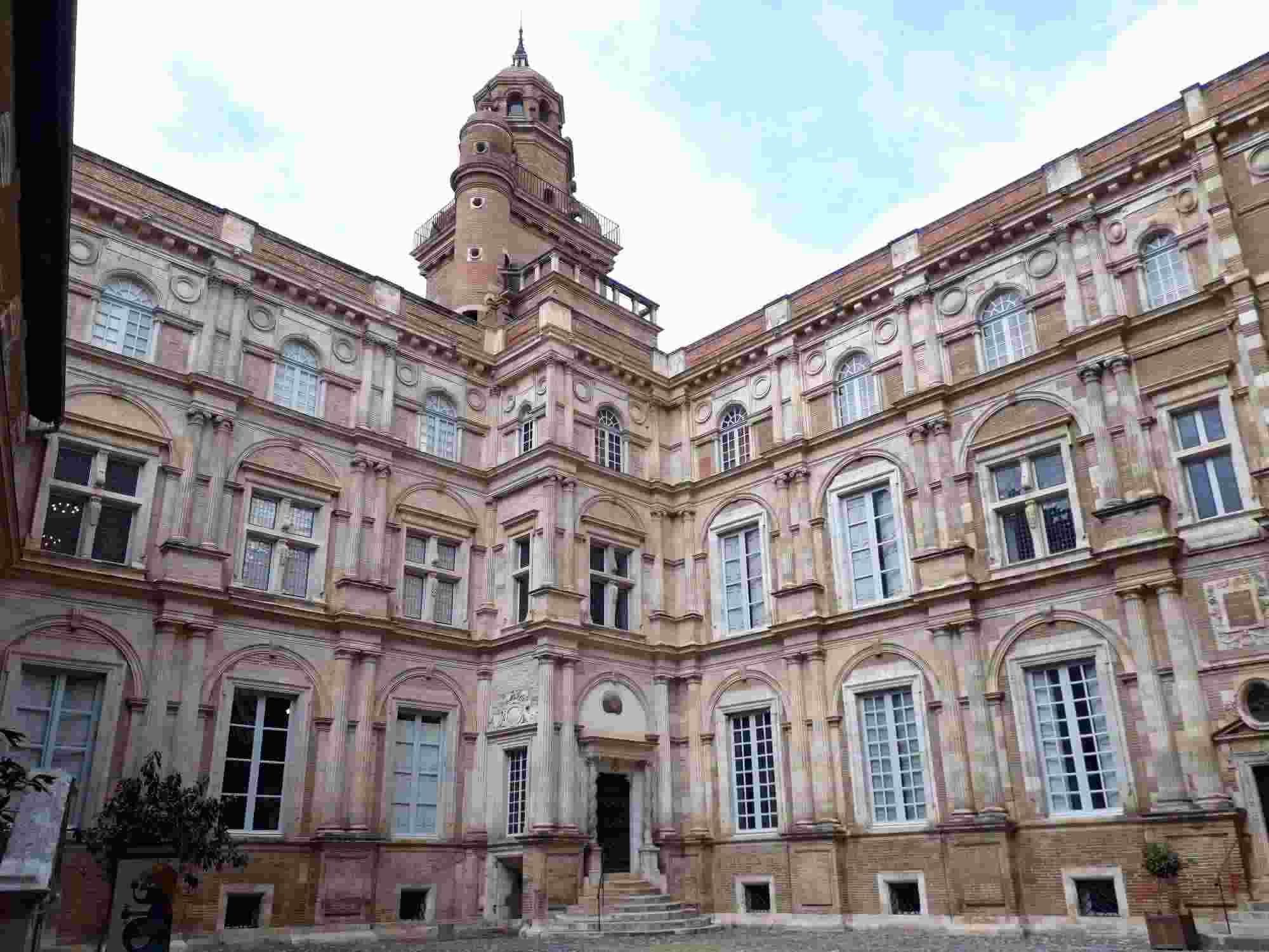 El Hotel d´Assezat es un símbolo del esplendor del azul pastel en Toulouse