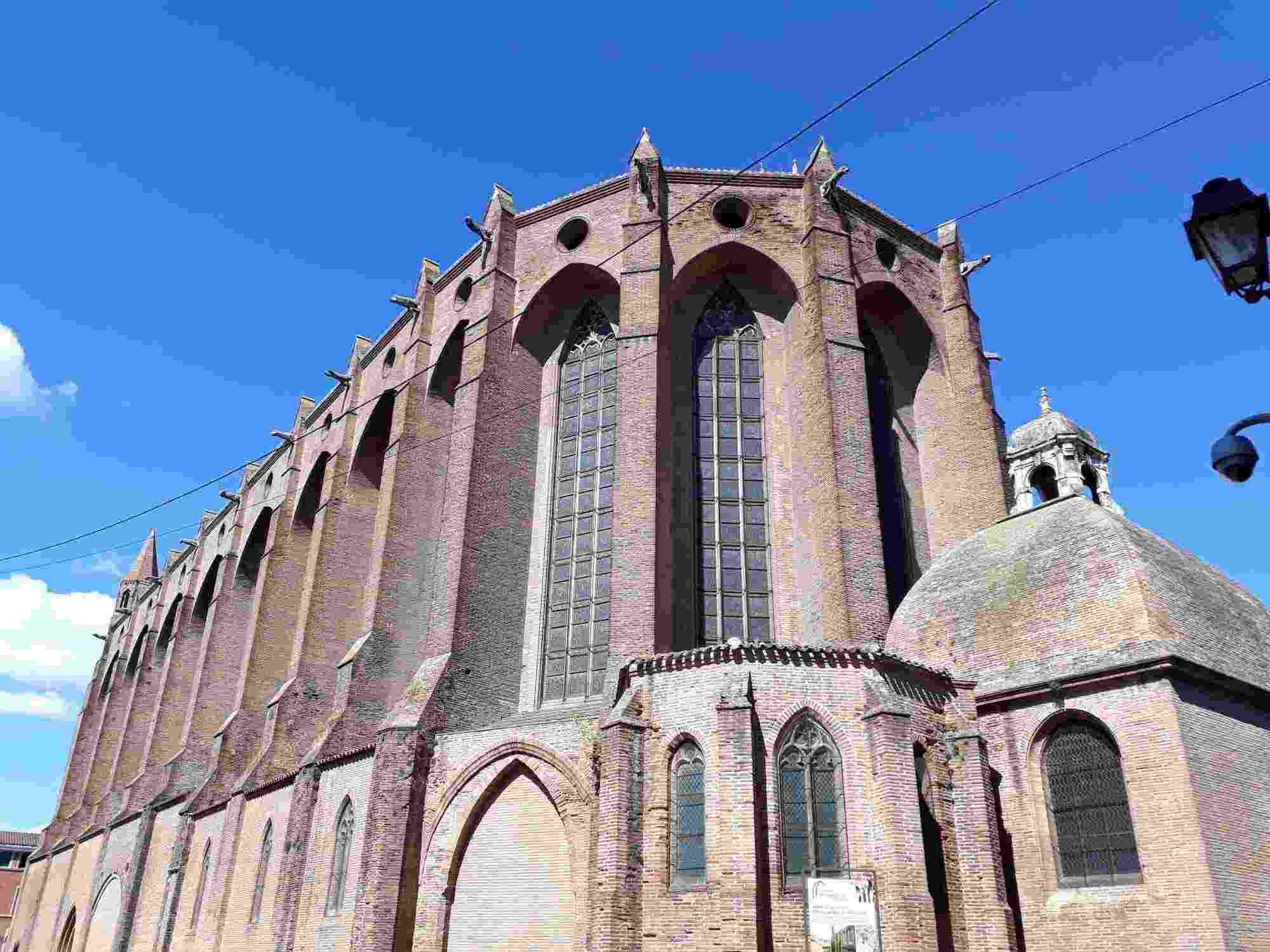 Las iglesias de predicación como la de los Jacobinos de Toulouse tenía como misión combatir a los cátaros con la palabra