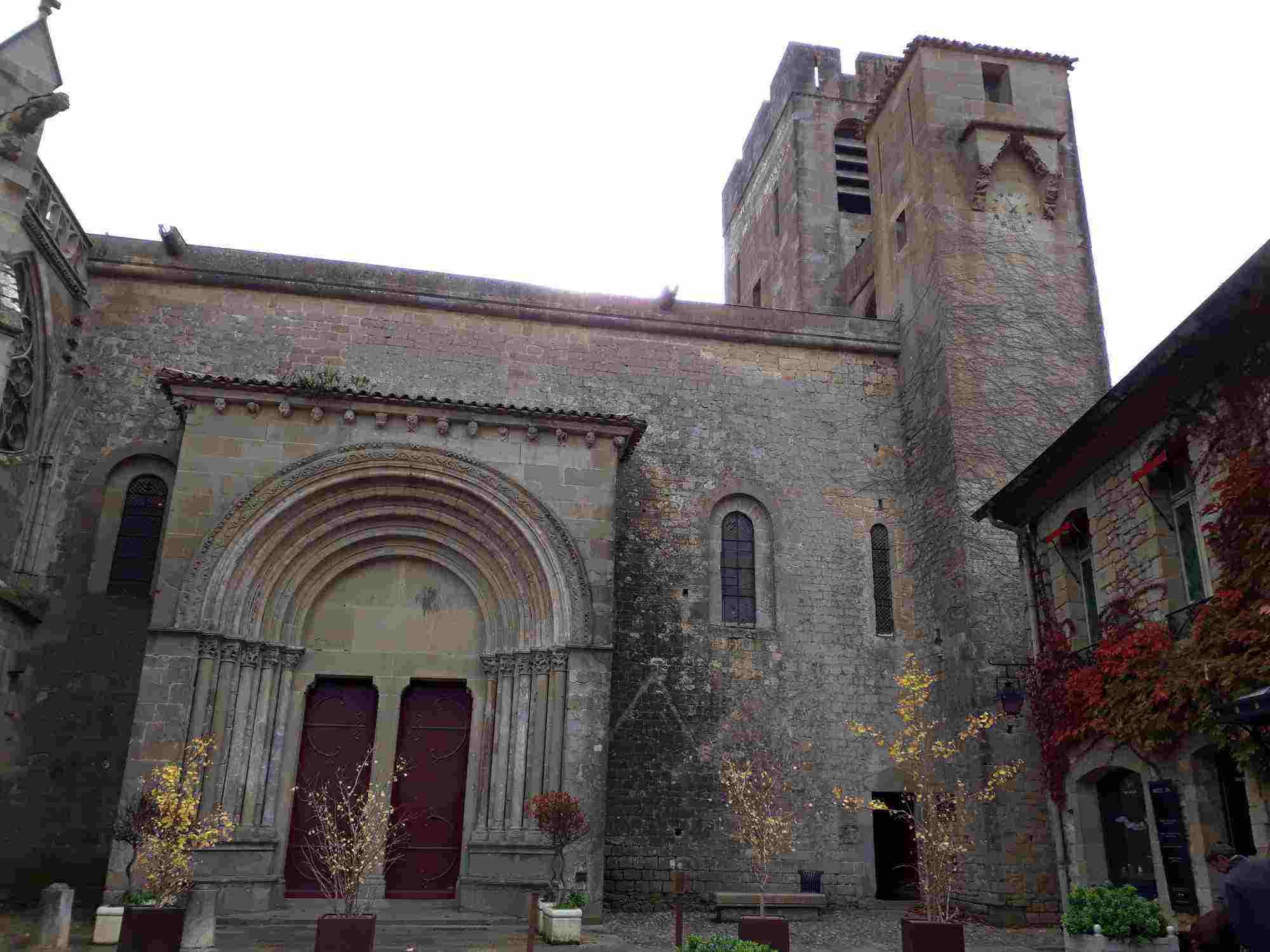La Basílica de Saint-Nazaire de Carcassonne sólo conserva la nave con bóveda de cañón quebrada de la antigua catedral románica